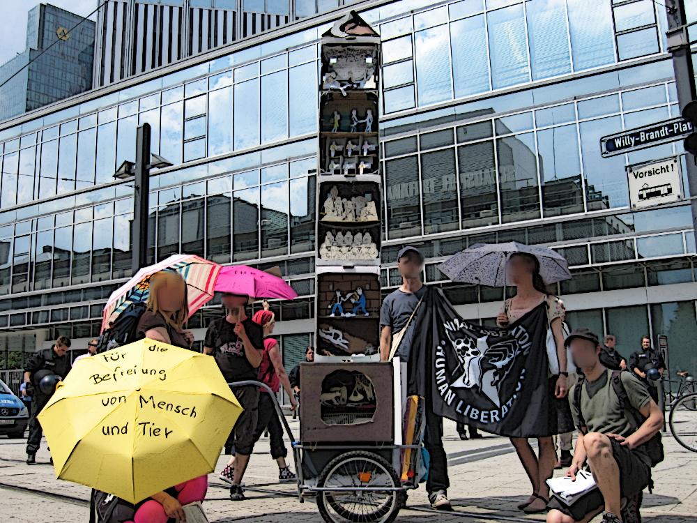 Tierbefreiungsaktivist_innen auf Soli-Blockupy-Demo am 08.06.2013